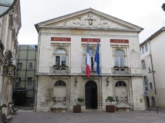 Hôtel de ville - This building is indexed in the Base Mérimée, a database of architectural heritage maintained by the French Ministry of Culture, under the reference PA00116324 .
