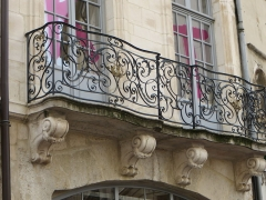 Maison - This building is indexed in the Base Mérimée, a database of architectural heritage maintained by the French Ministry of Culture,under the reference PA00116341 .