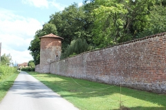 Château de Richemont - Français:   Enceinte du château de Richemont, Villette-sur-Ain.