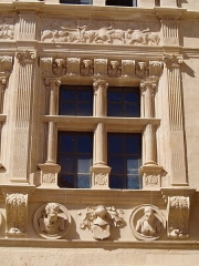 Maison des Chevaliers - This building is indexed in the Base Mérimée, a database of architectural heritage maintained by the French Ministry of Culture,under the reference PA00116865 .