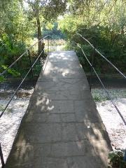 Pont sur la Véore - Français:   Pont sur la Véore du 17° siècle.Très bucolique. Aujourd'hui les voitures passent à guet. Où est partie l\'eau?