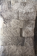 Temple protestant - Français:   Vue du dessous de l\'ancien arc romain que constitue la porte Saint Marcel
