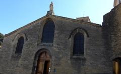Eglise Notre-Dame - Français:   Église Notre-Dame d\'Étoile-sur-Rhône 13°,14°siècle. En plus du monument aux morts bati directement sut la façade de l\'église, on remarque les étroits escaliers et ruelles qui longent l\'église.