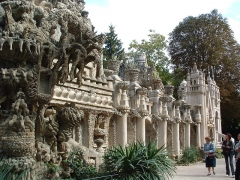 Palais Idéal du Facteur Cheval ou Propriété du facteur Cheval - This building is en partie classé, en partie inscrit au titre des Monuments Historiques. It is indexed in the Base Mérimée, a database of architectural heritage maintained by the French Ministry of Culture, under the reference PA00116966 .