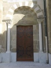 Cathédrale Saint-Apollinaire - Français:   Détail d\'une porte de la cathédrale Saint-Apollinaire de Valence.