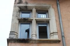 Maison - Français:   Maison du Colombier, à Crémieu (Isère).