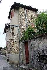 Maison - Français:   Maison 34, rue Frandin à Crémieu, Isère.
