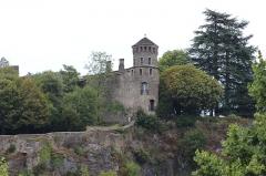Tour de l'Horloge et tour carrée Saint-Hippolyte - Français:   Tour Saint-Hippolyte à Crémieu.