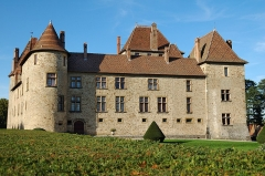 Château, sa conciergerie et son parc - This building is indexed in the Base Mérimée, a database of architectural heritage maintained by the French Ministry of Culture, under the reference PA00117285 .