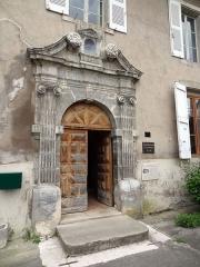 Prieuré Notre-Dame de Grâce - Français:   Prieuré Notre-Dame de Grâce, porte vue de l'extérieur.