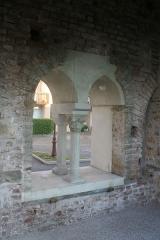Couvent des Cordeliers (vestiges de l'ancien) - Français:   Moirans (Isère) - Fenêtre de la salle capitulaire de l\'ancien couvent des Cordeliers.