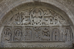 Eglise - English:  The tympanum has the traditional Christ in glory, surrounded by tetramorph are represented in a cartouche surrounded by two angels holding a censer. The lintel is carved with various scenes from the Bible, from right to left: the Annunciation, the Visitation to Elizabeth, the birth of Jesus, the announcement to the shepherds and the Magis, guided by the star.
