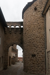 Enceinte - English:   The North-wind door, defended by a drawbridge, was the only access to the fortified village of Champdieu