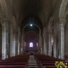 Prieuré - English:  Church nave.