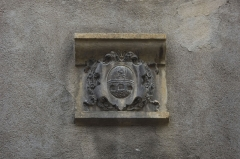 Maison - English:  On the facade of an old house, the family coast of arms of Dupont Dinechin that appears in the archives of Charlieu from 1292, and remains present.