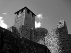 Eglise, ancien prieuré et remparts - Français:   Remparts de Montverdun