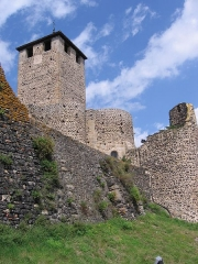Eglise, ancien prieuré et remparts - Français:   rempart et clocher