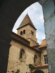 Eglise Saint-Julien - English: Pommiers, autre vue sur l'église Saint-Julien