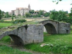 Pont sur l'Aix - English: Pommiers (Loire, Fr) old bridge and abbey