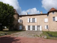 Château de Montrouge - Français:   Façade est du château de Montrouge, monument historique de Savigneux (Loire)