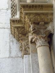 Eglise Saint-Pierre-des-Terreaux - Français:   Chapiteaux de l\'ébrasement gauche du portail occidental de l\'église Saint-Pierre-des-Terreaux de Lyon (69).
