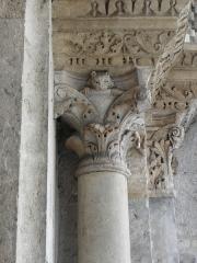 Eglise Saint-Pierre-des-Terreaux - Français:   Chapiteaux de l\'ébrasement droit du portail occidental de l\'église Saint-Pierre-des-Terreaux de Lyon (69).