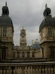 Hôtel de ville - Français:   Vue d\'ensemble (vue côté place de la comédie)