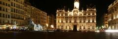 Hôtel de ville - Français:   Place des Terreaux: Hôtel de ville (PA00117820) et Fontaine Bartholdi (PA00118120)