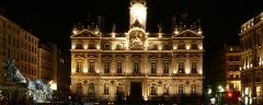Hôtel de ville - Français:   Place des Terreaux: Hôtel de ville (PA00117820) et Fontaine Bartholdi (PA00118120).