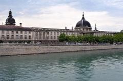 Hôtel-Dieu - This building is classé au titre des monuments historiques de la France. It is indexed in the base Mérimée, a database of architectural heritage maintained by the French Ministry of Culture,under the reference PA00117821 .