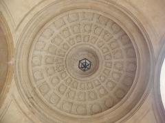 Hôtel-Dieu - Français:   Coupole du passage d\'entrée au Cloître ou Cour d\'Honneur de l\'Hôtel-Dieu de Lyon (69).