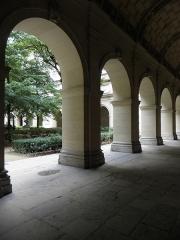 Palais Saint-Pierre ou ancienne abbaye des Dames de Saint-Pierre - Français:   Arcades de l\'aile sud du cloître du Palais Saint-Pierre de Lyon (69).
