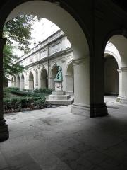 Palais Saint-Pierre ou ancienne abbaye des Dames de Saint-Pierre - Français:   Arcades des ailes sud et est du cloître du Palais Saint-Pierre de Lyon (69).