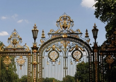 Parc de la Tête-d'Or - This building is inscrit au titre des Monuments Historiques. It is indexed in the Base Mérimée, a database of architectural heritage maintained by the French Ministry of Culture,under the reference PA00117982 .