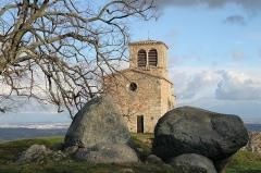 Chapelle Saint-Vincent - Français:   Vue du côté ouest de la chapelle Saint-Vincent de Saint-Laurent-d\'Agny