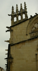 Eglise Notre-Dame-des-Marais - Français:   Pinacles de la façade de l\'église Notre-Dame-des-Marais de Villefranche-sur-Saône.