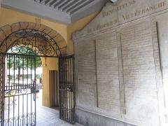 Hôpital - Français:   ancienne hopital de villefranche, les Bienfaiteurs