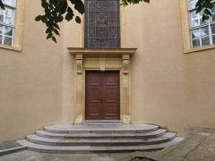 Hôpital - Français:   ancienne hopital de villefranche, la cour Est