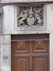 Immeuble - Français:   sculpture: bas-relief situé au-dessus de l\'entrée 638