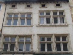 Immeuble - Français:   facade immeuble 732, 734, 736 rue Nationale