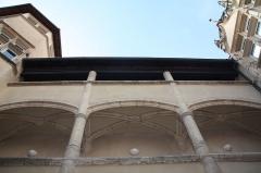 Immeuble - Français:   Cour des Fleurons de Villefranche-sur-Saône