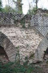 Pont-aqueduc dit le Pont de Jurieux (vestiges) - This image was uploaded as part of Wiki Loves Monuments 2011.