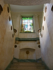 Ancien Hôtel Excelsior - English: Inside sight of the entrance hall and great staircase of the former Excelsior palace, in Aix-les-Bains, Savoie, France.
