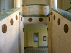 Ancien Hôtel Excelsior - English: Inside sight of the entrance hall from the great staircase of the former Excelsior palace, in Aix-les-Bains, Savoie, France.