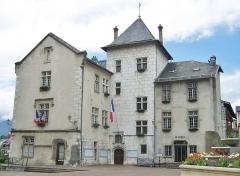 Hôtel de ville (ancien château des Marquis d'Aix) - English: Sight of Aix-les-Bains city hall, in Savoie, France.