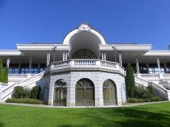 Palais du Casino dit du Grand Cercle, ancien Palais de Savoie - English: Sight of the backyard and park of the Palais de Savoie building, current casino of Aix-les-Bains in Savoie, France.