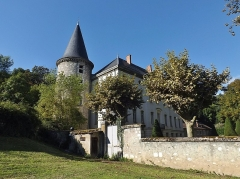 Centre hospitalier specialisé - English: Sight of the château de Bressieux castle and its tower, in Bassens near Chambéry in Savoie, France.