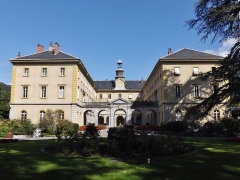 Centre hospitalier specialisé - English: Sight of the bâtiment central (central building) of the historical psychiatric hospital, in Bassens near Chambéry, Savoie, France.
