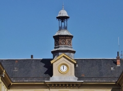 Centre hospitalier specialisé - English: Sight of the clock tower on the bâtiment central (central building) of the historical psychiatric hospital, in Bassens near Chambéry, Savoie, France