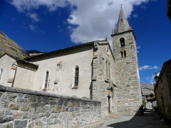 Eglise - English: Sight, in summer, of Notre-Dame de l'Assomption church of Bonneval-sur-Arc, in the high Maurienne valley, in Savoie, France.